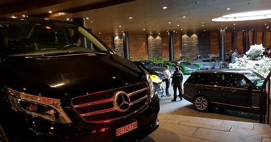 Komfort und Prestige Chauffeur betrieben Automieten für Geschäftsreisen, VIP Flughafen & Hotel Transfers.